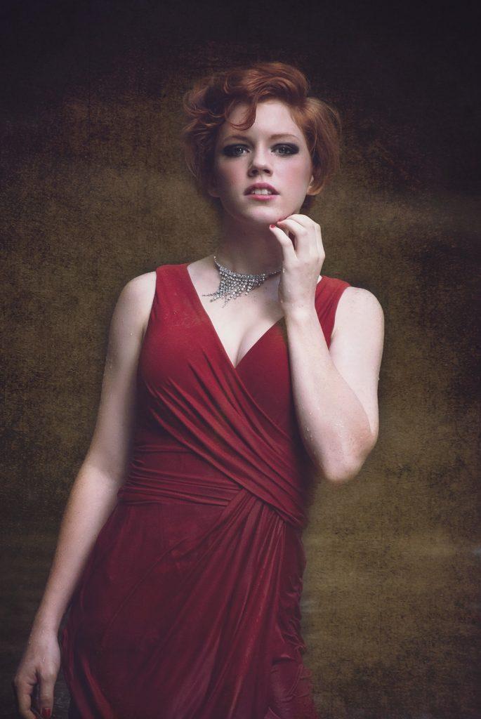 Cómo elegir el tipo de escote vestido largo rojo noche escote v